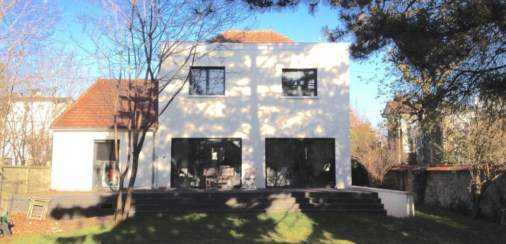 Extension moderne d'une villa à Saint Maur des Fossés par Gauthier architecture